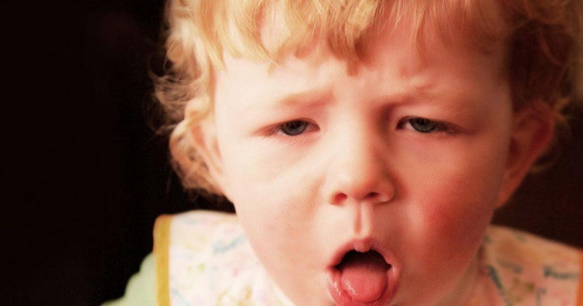 Trẻ nhỏ thường mắc bệnh ho do thay đổi thời tiết