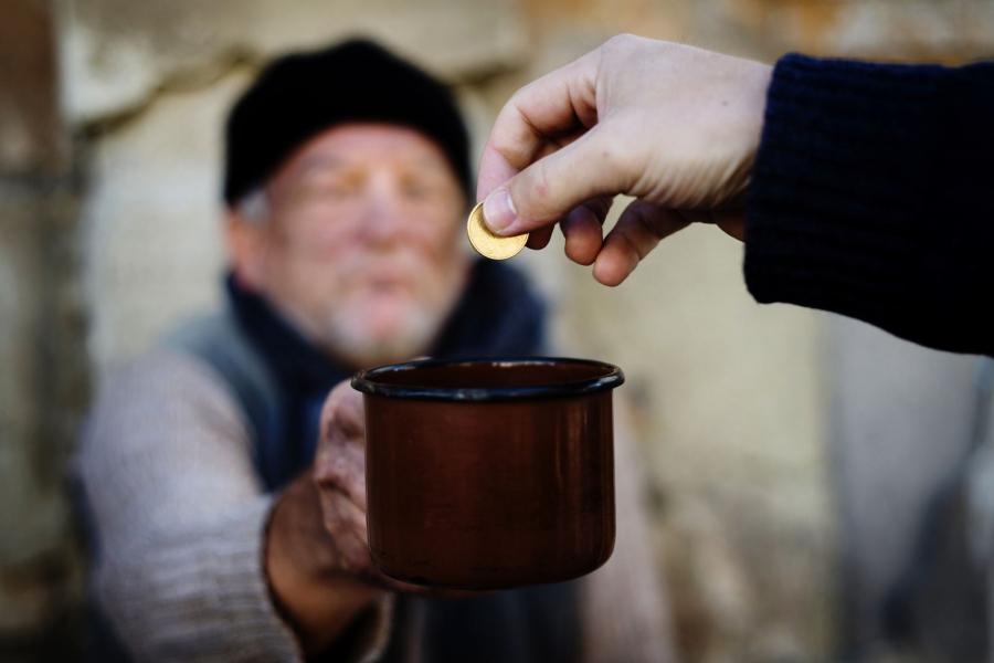 Làm từ thiện đúng cách